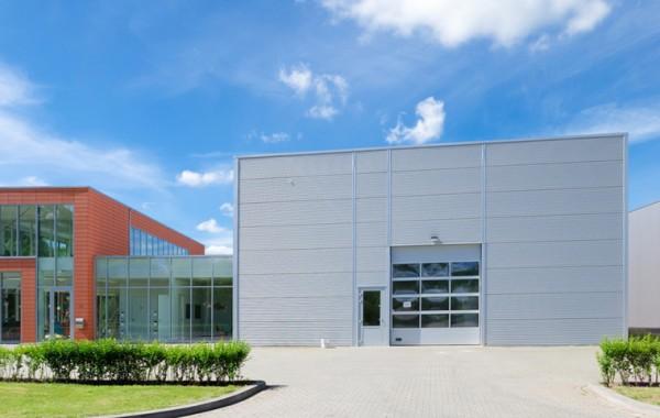Bürogebäude und Lagerhallen